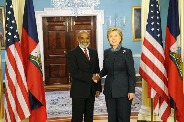 Hillary clinton in Haiti with President Preval